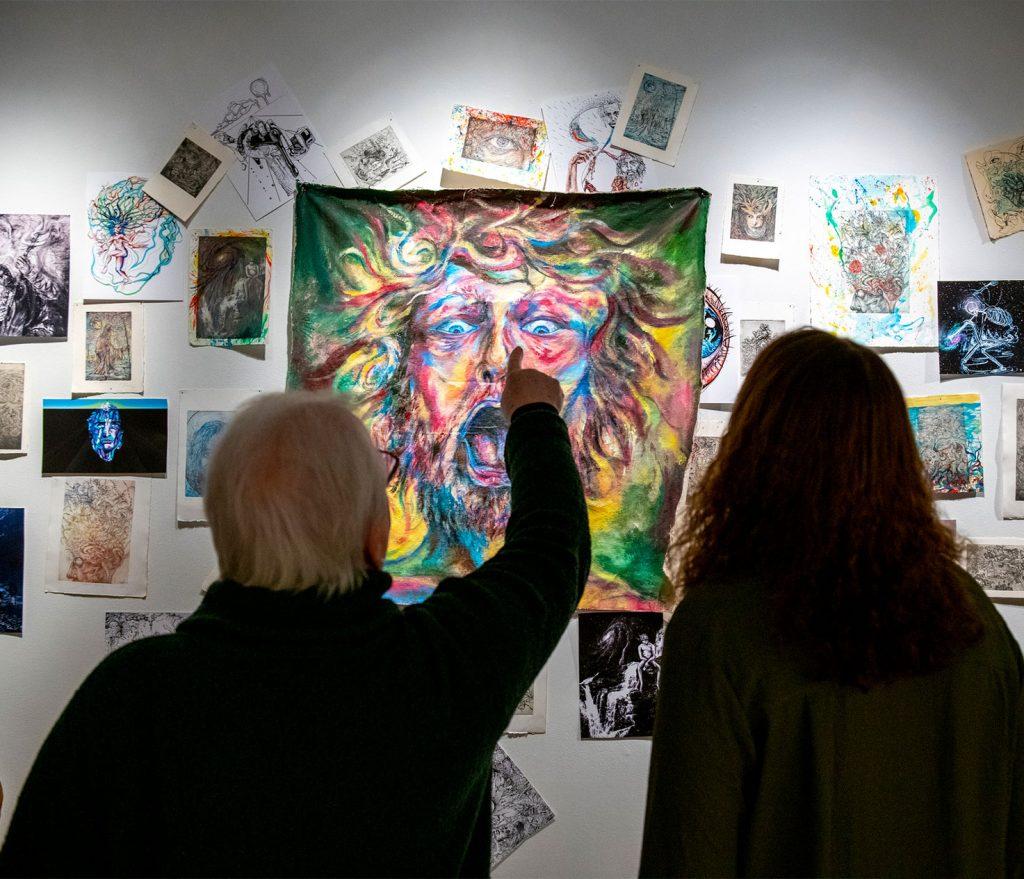 Man pointing at art